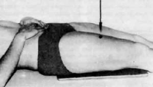 Укладка для выполнения рентгенограммы бедра в боковой проекции.